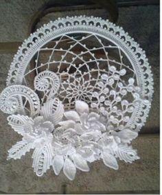 Statement Flower Necklace, Crocheted Jewelry with Pearls. Wedding, Prom jewelry Statement Flower Necklace, Crocheted Jewelry with Pearls. Crochet Flower Patterns, Doily Patterns, Crochet Designs, Crochet Flowers, Freeform Crochet, Crochet Motif, Crochet Doilies, Crochet Stitches, Irish Crochet Tutorial