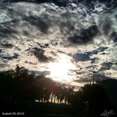 出勤 off to work #morning #sun #sky #cloud #philippines #フィリピン #空 #雲