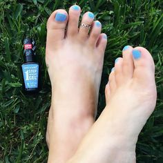 Pretty Periwinkle piggies= perfection! @Influenster totally hooked me up with this @Wetnwildbeauty One Step Gel, and I don't even need a gel light! Springtime SCORE! ☀️🌱💅🏼#periwinkelofaneye #spring #pedicure #wnw1stepgel #contest #gotitfree #nailart