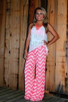 love those neon chevron pants & fringe tank!♥ so cute - don't know if I would wear them but who knows. Look Fashion, Fashion Outfits, Womens Fashion, Fashion Ideas, Spring Summer Fashion, Spring Outfits, Chevron Pants, Moda Hippie, Palazzo Pants