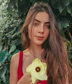 Image may contain: 1 person, flower Shawn Mendes, Billie Eilish, Foto Casual, Photos Tumblr, Tumblr Fashion, Hot Brunette, Female Photographers, Tumblr Girls, Girl Photos