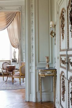 a-l-ancien-regime: Villa Ephrussi de Rothschild Saint-Jean-Cap-Ferrat; interior shade of blue. Classic Decor, Classic Interior, Parisian Apartment, Paris Apartments, Parisian Decor, Parisian Chic, Beautiful Interiors, Beautiful Homes, French Interiors