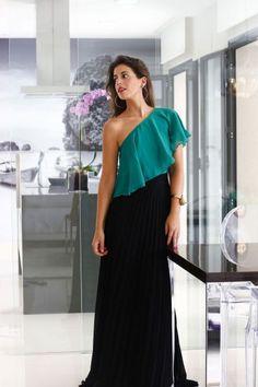 Conjunto boda top verde y falda plisada larga negra