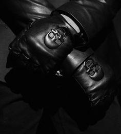skulls on black leather gloves Mafia, Gentlemen Club, Organization Xiii, Roman Sionis, Xavier Samuel, Ryuji Sakamoto, New Retro Wave, Style Masculin, All Black