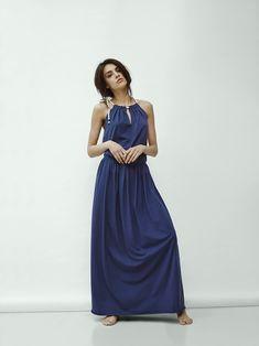MAXI DRESS długa, bawełniana sukienka gumka w pasie góra połączona bawełnianym sznurkiem nadaje morskiego klimatu sznurek na końcach obszyty tym samym materiałem bokserkowy tył pięknie eksponuje plecy przewiewna, wygodna, kobieca kolor: granat rozmiar: one size...