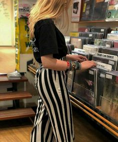 Vinylism Vinyl Record Art, Vintage Vinyl Records, Jazz Lounge, Man Cave Wall, Audio Music, Record Players, Retro Aesthetic, Vinyl Designs, Pretty Woman