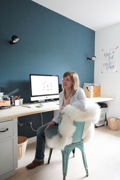 Inspirations and decorating tips for a trendy and stylish interior Office Walls, Office Decor, Home Office, Desk Inspiration, Interior Inspiration, Interior Design Living Room, Living Room Decor, Bedroom Wall Colors, Teal Walls
