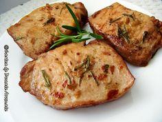 Cotlet de porc la cuptor cu rozmarin şi vin roşu Romanian Food, Baked Potato, Potatoes, Yummy Food, Chicken, Meat, Baking, Ethnic Recipes, Kitchen