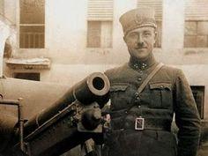 """Birinci Dünya Savaşı'nı anlatan tarih kitaplarında, Ben My Chree, tek cümle ile yer alır: """"Batırılan ilk uçak gemisi""""  http://osmanlilar.gen.tr/1001-Osmanli-Hikayesi/kamalari-sokulmeyen-tek-batarya.html"""