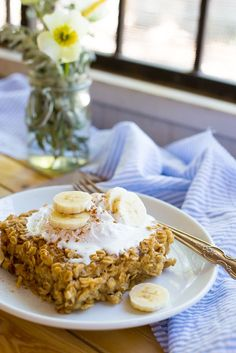 Peanut Butter and Banana Baked Oatmeal -- This delicious oatmeal bake can be made ahead of time and enjoyed all week as a quick breakfast! Gluten free and vegan too! Breakfast Bake, Make Ahead Breakfast, Breakfast Recipes, Dessert Recipes, Vegan Breakfast, Breakfast Ideas, Granola, Peanut Butter Recipes, Oatmeal Recipes