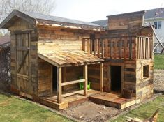 Pallet Playhouse - Pallet Kids Projects