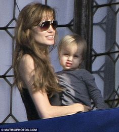 Angelina Jolie shows her bambini the sights of Venice | Daily Mail ...