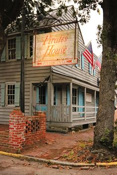 The Pirates' House restaurant is a visitor favorite in Savannah, but did you know it's also haunted? There are tunnels underneath that lead to the river, and men used to be knocked out, hauled through them, and led out to sea to work on pirate ships!   savannahfirsttimer.com #haunted #savannahftg #savannah