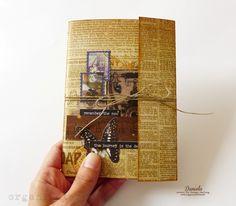 Dnes som si pre vás pripravila návod na takýto malý šitý zápisník: Zápisník má formát A6, vo vnútri je 20 listov a jedno malé vrecko na založenie papierikov. Jeho výroba je jednoduchá, a pripravte si aj ihlu a niť, dnes budeme trochu šiť. Tak poďme na to :) Základom - obálkou - je pás papiera v rozmere 15,5 x 25 cm (použila som papier Conquest of Paradise 02): Papier si rozdelíme na tri časti podľa obrázku a preložíme: Pripravíme si vnútro zápisníka - 5 hárkov papiera formátu A4 prerežeme na…