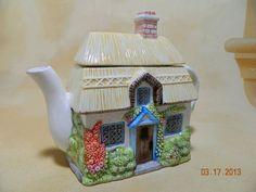 Art Pottery English Cottage Tea pot Thatched Roof Lattice Windows 7 X 6.5 X 4