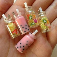 Mini Miniature fruit water mason jars with straws - fruit are nail art items - suspended in resin Resin Crafts, Fun Crafts, Crafts For Kids, Doll Crafts, Diy Doll, Polymer Clay Kawaii, Polymer Clay Charms, Polymer Clay Miniatures, Bottle Charms