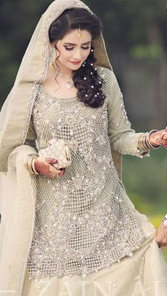 Beautiful Pakistani Bridal Dresses For Engagement Pakistani Bridal Hairstyles, Pakistani Bridal Makeup, Pakistani Wedding Outfits, Bridal Outfits, Pakistani Dresses, Bridal Lehenga, Indian Dresses, Indian Bridal, Pakistani Engagement Dresses
