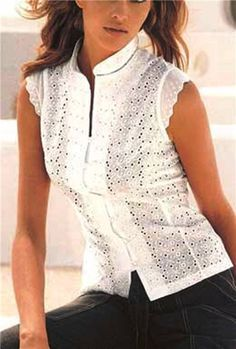 Risultati immagini per blusas simples cambraia Blouse Patterns, Blouse Designs, Shirt Bluse, Beautiful Blouses, Couture, Mode Style, Fashion Outfits, Womens Fashion, Fashion Edgy