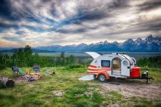 Nomadic photographer lives, works & travels solo in her trusty teardrop trailer (Video)