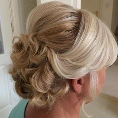 Ravishing Mother of the Bride Hairstyles Curly Updo With Bouffant For Older Women Says it works with shorter hair too!Curly Updo With Bouffant For Older Women Says it works with shorter hair too! Mother Of The Groom Hairstyles, Mom Hairstyles, Older Women Hairstyles, Wedding Hairstyles, Mother Of The Bride Hair Short, Wedding Updo, Hairstyle Ideas, Hairdos, Wedge Hairstyles