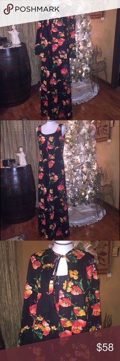 """Vintage 70's boho dress Perfect condition! This two piece ensemble straight from the 70's will knock their socks off✨. Floral polyester maxi dress, which Zips up the back.. with matching kimono. Dress is 54"""" long. Pit-pit on dress is 19"""". Fits medium. R & K Knits """"For the girl who knows clothes"""" Vintage Dresses Maxi"""