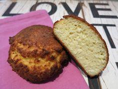 Low Carb Rezepte von Happy Carb: Kokos-Bombe - Das gehaltvolle Kokosbrötchen richtet sich an die Fans der KETO / LCHF orientierten Ernährung.