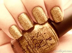 Golden Glitter Nails cute nails nail polish glitter pretty gold golden gold nails designer nails beauty nails opi