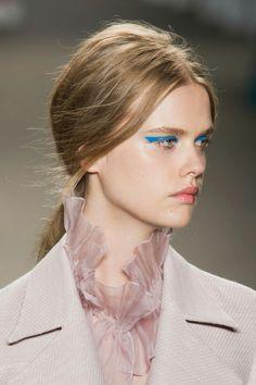 HONOR NYC: Maquillaje azul como el color del mar