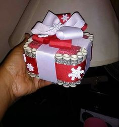 Creative ways to give money - Christmas Money Cake Homemade Christmas Gifts, Homemade Gifts, Cute Gifts, Craft Gifts, Diy Gifts, Holiday Gifts, Unique Gifts, Creative Money Gifts, Gift Money