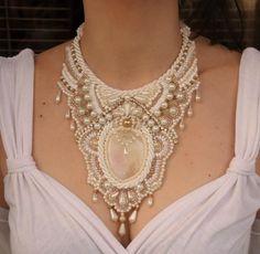 Со Анита Несторовска ве запознавме неодамна, откако ги откривме нејзините фантастични ланчиња со монистра. На наше огромно задоволство, младата дизајнерка сега е со преполни раце работа. Она што ние го препорачуваме од нејзината богата колекција рачно изработен фантастичен накит, се следните модели кои би можеле да ги носите како накит на вашата свадба:(function(d, s, id) {  var js, fjs = d.getElementsByTagName(s)[0];  if (d.getElementById(id)) return;  js = d.createElement(s); js.id = ...