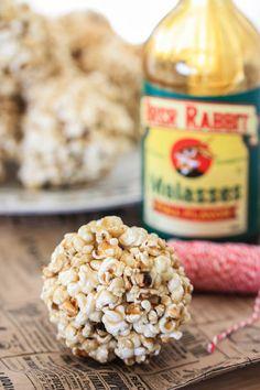 Old Fashioned Popcorn Balls -- #oldfashionedchristmasinabite | eatliverun