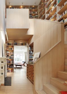 #Hometour Casa en Londres con una librería espectacular a doble altura como protagonista