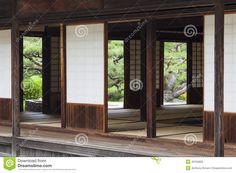 http://thumbs.dreamstime.com/z/salon-de-th%C3%A9-japonais-traditionnel-dans-le-jardin-formel-29159900.jpg