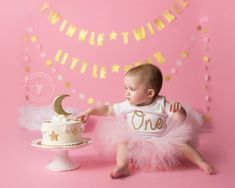 Twinkle twinkle little star cake smash || pink cake smash || moon and stars girl pink and gold || Jennifer Prisco Photography