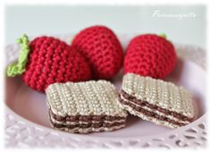 Crochet Food, Cute Crochet, Crochet For Kids, Crochet Crafts, Crochet Dolls, Yarn Crafts, Crochet Baby, Crochet Projects, Knit Crochet