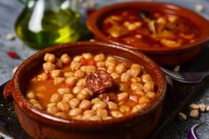 The most delicious Cuban-style chickpea stew, one of our favorite recipes made with legumes, is very easy to make and has an exceptional flavor. Cuban Recipes, Vegetarian Recipes, Garbanzo Bean Recipes, Cuban Dishes, Chickpea Stew, Vegetable Protein, Mediterranean Recipes, Calorie Diet, Chana Masala