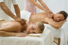 Todos adoramos los masajes, e incluso los más atrevidos somos capaces de pedirle al familiar o amigo más cercano que nos conceda al menos 5 minutos de masajes para relajarnos y ablandar las contracturas de nuestros hombros y cuello. El problema es que no siempre tenemos a alguien cerca y, mucho menos,