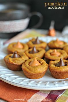 Pumpkin Blossoms: a fall treat based off your favorite pb blossom cookie. Add a hershey kiss in any flavor! I found the pumpkin flavor at Target last year. Pumpkin Recipes, Fall Recipes, Holiday Recipes, Cookie Recipes, Yummy Recipes, Köstliche Desserts, Delicious Desserts, Dessert Recipes, Yummy Food