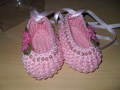 احذية كروشيه للاطفال - قلوب الحب قلب جميل