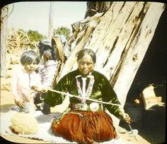 Spinning yarn, spindle spinning yarn, Navajo spinning