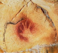 The earliest spray paint 'tag' - a human hand-print in negative form on the Chauvet Cave walls. tens of thousands of years ago, another person placed their hand here and left their mark with art. Chauvet Cave, Stone Age Art, 6th Grade Social Studies, Art Sites, Teaching Art, Teaching Resources, Art Classroom, Western Art, Rock Art