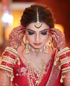 ek Din tu aisa hi ready hogi Teri meri shadi ka liya I cannot wait to see u like thiss me crying because of happiness Indian Wedding Poses, Indian Bridal Photos, Indian Wedding Makeup, Indian Bridal Fashion, Indian Wedding Photography, Indian Bride Hair, Wedding Eye Makeup, Indian Makeup, Indian Beauty