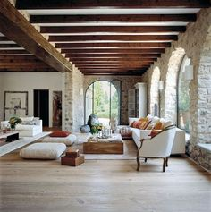 We love the light and the curved lines and the lighter wood beams. inspiration architecture 24 Foyers You'd Be Happy to Come Home to Spanish Style Homes, Spanish House Design, Spanish Style Interiors, Hacienda Style Homes, Spanish Revival Home, Spanish Interior, Mediterranean Decor, Mediterranean Living Rooms, Wood Beams