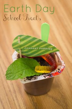 Earth Day School Treats featuring printable from @PagingSupermom.com.com for a #birthday or #earthday celebration.