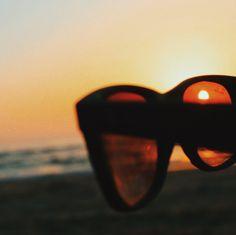 Sunset Lover. 🌞 #sunset #beach #sunglasses Beach Sunglasses, Sunset Lover, Sunset Beach, Wanderlust, Sunset On Beach