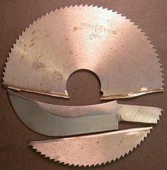 """Наверное, почти каждый, кто начал делать сам ножи, прошел через этап  """"нож из мехпилы"""".А что, все логично - неплохая железка с уже сделанной  ТО. Стоит копейки. Слесарка, сборка и нож готов. Как гов… Forging Knives, Forged Knife, Types Of Knives, Knives And Swords, Metal Projects, Metal Crafts, Sawblade Knife, Messer Diy, Home Made Knives"""