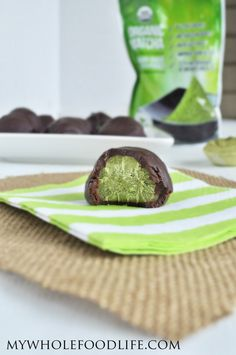 Matcha Truffles - My Whole Food Life . Just found some matcha powder in a tea shop in Warburton vic . Look at my other recipe pins from the net! Paleo Dessert, Healthy Dessert Recipes, Healthy Desserts, Raw Food Recipes, Sweet Recipes, Caramel, Green Tea Recipes, Vegan Baking, Paleo Vegan