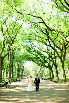 If I could move to New York tomorrow, I totally would.  Because not only does it happen to be one of the world's most exciting places to live, it also hosts some of the world's most beautiful weddings - like this drop-dead
