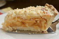 Slice of pie on server Best Peach Pie Recipe, Peach Pie Recipes, Lemon Recipes, Fruit Recipes, Cake Recipes, Dessert Recipes, No Bake Desserts, Just Desserts, Pie Crust Shield