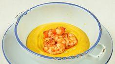 Ricetta Crema di carote con code di gambero: Una crema dolce e vellutata, ingentilita dalla panna ed arricchita dai gamberi. Semplice nella preparazione anche per chi non ha molta esperienza in cucina.